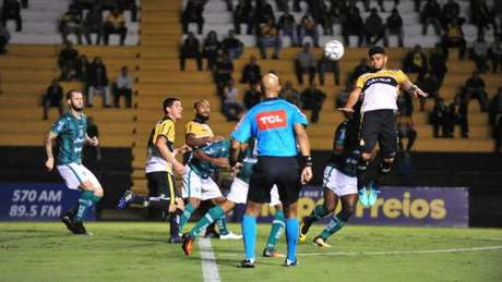 Criciúma empatou dentro de casa contra o Juventude e segue sem vencer na série B (Caio Marcelo/Divulgação)