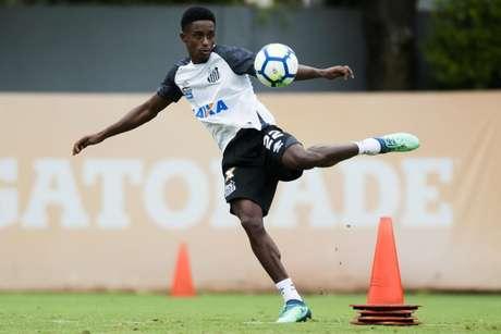 Sem oportunidades no time, lateral-esquerdo está determinado a deixar o Santos em julho (Foto: Ivan Storti/Santos)