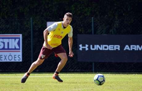 Meia fez primeiro gol no time principal justamente contra Santos, rival neste domingo (Érico Leonan/saopaulofc.net)