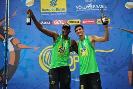 Evandro e André vão em busca do título da etapa de Itapema (Foto: Divulgação)