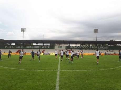 Santos treinou nesta quarta-feira, em Lucas do Rio Verde, no estádio Passo das Emas (Foto: Santos/Divulgação)