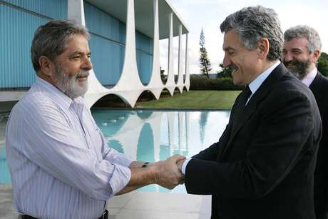Lula durante encontro com o ex-premier da Itália Massimo D'Alema, de quem é amigo