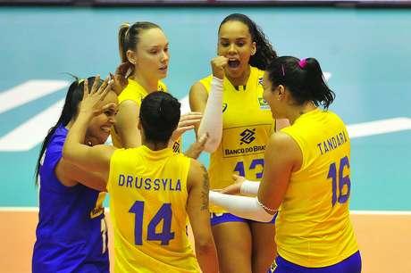 Jogadoras da Seleção Brasileira Feminina de Vôlei, durante partida contra o Japão, válida pela segunda rodada da fase preliminar da Liga das Nações de Vôlei Feminino 2018.