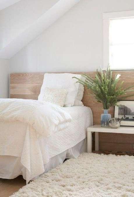 26. Cabeceira de madeira para quarto minimalista decorado