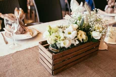 8- Caixinha em madeira para decoração de casamento rústico