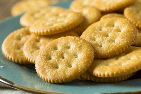 Biscoitos salgados em um prato