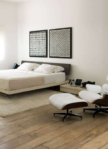 9. Quarto minimalista decorado com grandes quadros minimalistas