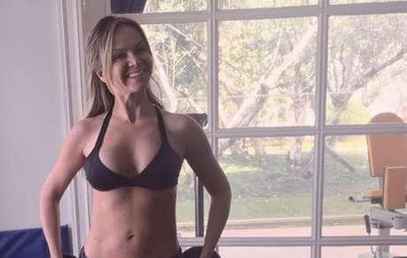 Aos 44 anos Eliana ostenta boa forma no Instagram