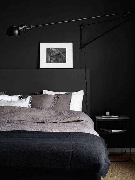 8. Decoração de quarto preto com quadros minimalistas