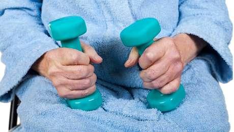 Mais de 300 pessoas praticaram atividades físicas por quatro meses, mas capacidade cognitiva delas não melhorou com os exercícios
