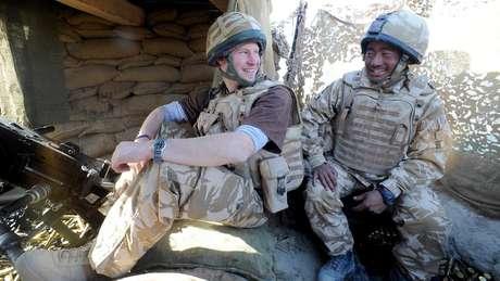 No Exército, Harry passou 10 semanas no Afeganistão em 2008; em 2013, ele voltou a servir naquele país, como copiloto de helicóptero