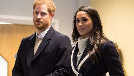 O príncipe tem tido a companhia da noiva, Meghan Markle, nos eventos oficiais representando a realeza