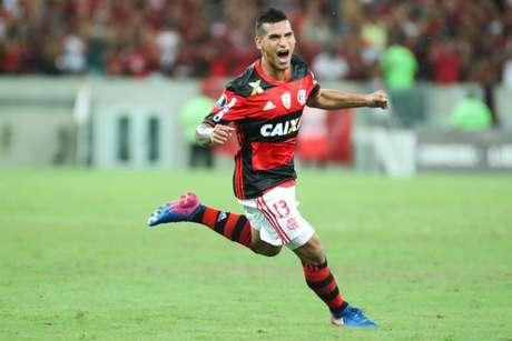 Trauco é reserva da equipe do Flamengo e titular no Peru (Foto: Gilvan de Souza/Flamengo)