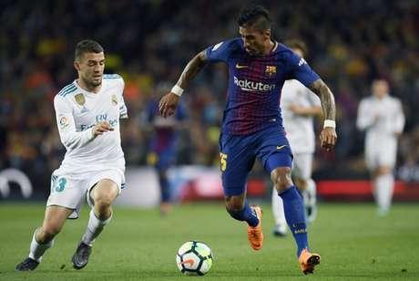 Paulinho recebe três dias de folga do Barcelona (Foto: AFP)