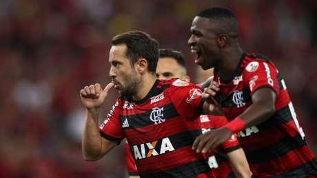 Com dois gols, Everton Ribeiro garantiu a classificação do Flamengo na Copa Libertadores (Paulo Sérgio/Agência F8)