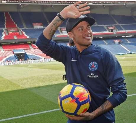Neymar também atendeu aos fãs (Foto: Reprodução)
