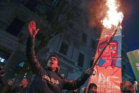 Protestos de professores e estudantes contra políticas econômicas de Mauricio Macri
