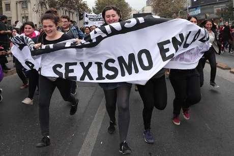 Mulheres dizem 'Não' ao machismo em protesto no Chile