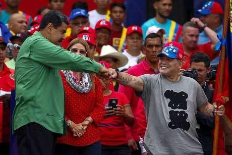 Maradona participa de último comício de Maduro