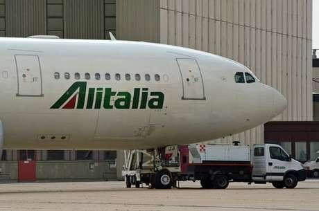 Alitalia reduz perdas pela metade no primeiro trimestre