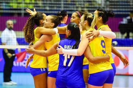 Seleção feminina de vôlei estréia com derrota na Liga das Nações