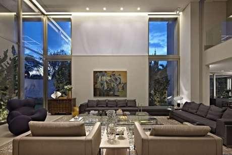 44. Poltronas para sala de estar Donna e de estilo clássico. Projeto de Gislene Lopes