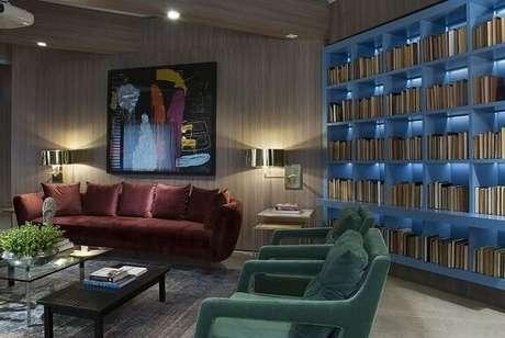 38. Poltronas para sala de estar verdes de veludo. Projeto de Luiz Sentinger
