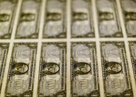 Notas de dólar 14/11/2014 REUTERS/Gary Cameron/File Photo