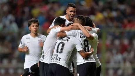 Corinthians venceu o Deportivo Lara por 7 a 2 (Foto: AFP)