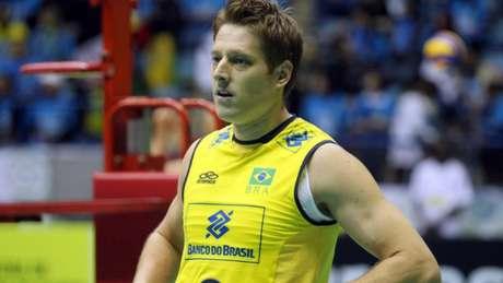 Jogador multicampeão pela Seleção Brasileira e pelo Sesi, segue no time paulista para a temporada 2018/2019 Divulgação/CBV