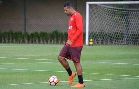 Diego Souza se recuperou de problema muscular e deve ser titular neste domingo (Érico Leonan/saopaulofc.net)