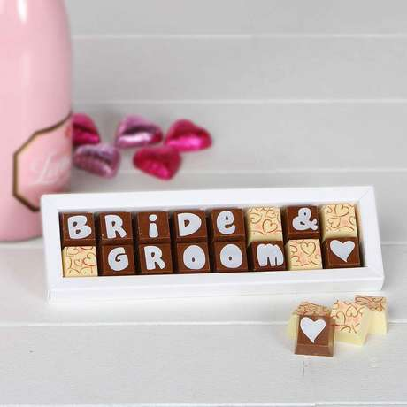 33. Caixa de chocolate personalizada como lembrancinhas para casamento