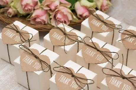56. Caixinhas personalizadas para lembrancinhas de casamento