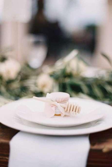 17. Potinho de mel decorado para lembrancinha de casamento