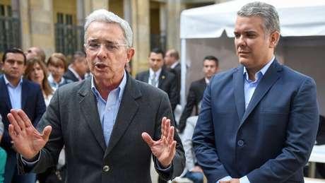 O ex-presidente Álvaro Uribe e seu candidato presidencial, Iván Duque, tentam lucrar com o uso da crise venezuelana como argumento político