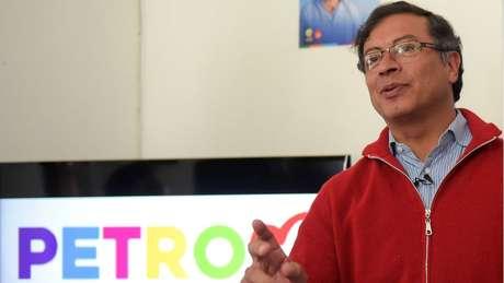 O candidato Gustavo Petro diz que o 'castrochavismo' não existe e que é só uma estratégia para evitar a mudança política na Colômbia