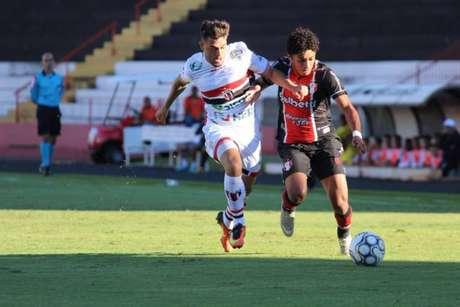 Botafogo-SP leva a melhor sobre Joinville e garante vice-liderança (Foto: Divulgação/Joinville)