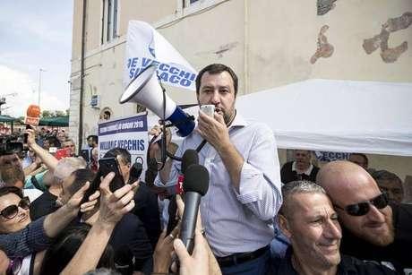 Matteo Salvini, da Liga, em encontro com eleitores em Fiumicino