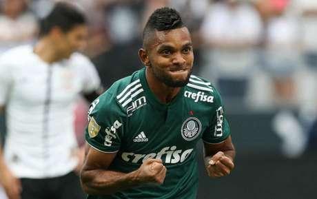 Atacante Borja estará no banco no início da Copa