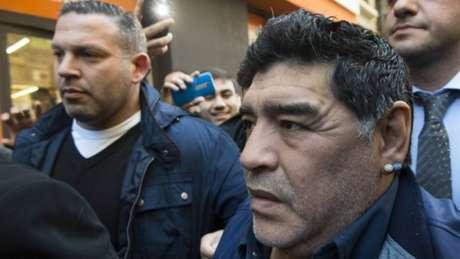 Diego Maradona apelou à Fifa, pedindo a liberação de Paolo Guerrero (Foto: Eitan Abramovich / AFP)