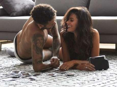 Bruna Marquezine e Neymar mostraram a intimidade do casal no bastidor da campanha da C&A