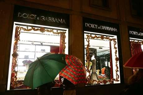 Fachada de loja da Dolce & Gabbana em Milão, na Itália. Foto: Vittorio Zunino Celotto.