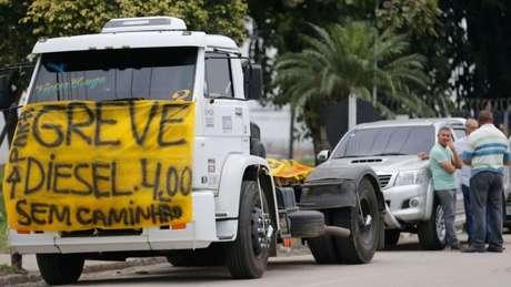 Caminhão parado em rodovia no Rio de Janeiro, nesta quarta-feira