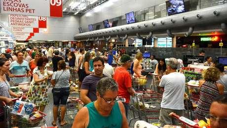 Por conta da greve dos caminhoneiros, supermercados tiveram problemas com o abastecimento de alimentos