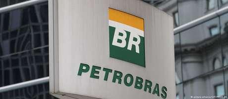 Em 3 de julho do ano passado, a Petrobras iniciou uma mudança na política de preços dos derivados de petróleo, que incluem a gasolina, o diesel, o gás de cozinha (GLP) e até o asfalto.