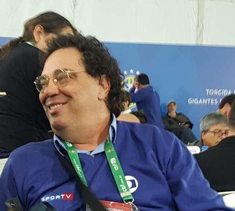 Casagrande num momento de descontração na sala de imprensa da CBF, em Teresópolis