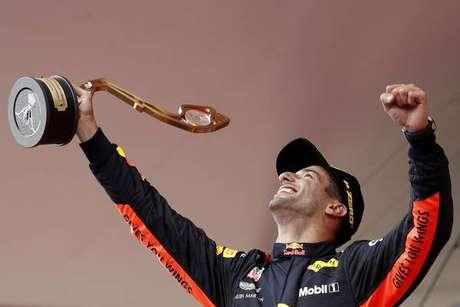 Ricciardo vence em Mônaco e celebra redenção de 2016