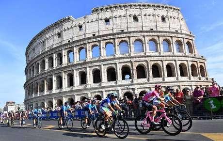 Froome vence Giro dïItalia, mas etapa em Roma vira vexame