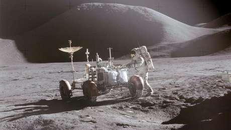 David Scott com o veículo lunar da Apollo 15, em 1971