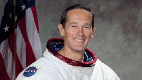 O astronauta Charles Duke foi a pessoa mais nova a pisar na Lua e sua voz ficou famosa ao narrar que estavam respirando de novo após a Apollo 11 pousar
